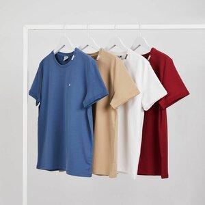EQ Clothing B.V. image 1