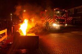 Bankstel in brand gestoken in Huizen