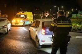 Botsing op rotonde in Hilversum: één gewonde