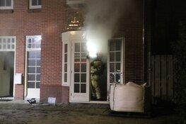 Brandweer blust brand in woning Bussum