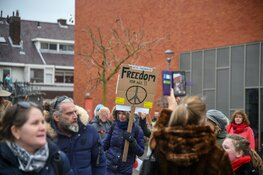 Gemeente Hilversum beëindigt coronademonstratie wegens niet naleven regels