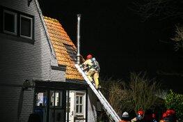 Flinke schoorsteenbrand in Kortenhoef, brandweer schaalt op