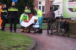 Vrouw op fiets komt hard ten val in Huizen