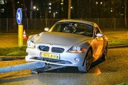 Auto tegen lantaarnpaal gereden in Hilversum