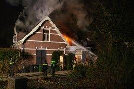 Veel schade bij grote brand in woonboerderij in Loosdrecht