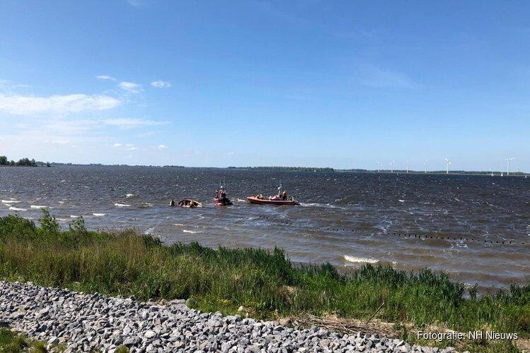 KNRM redt omgeslagen boot vol met scouts op reddingbootdag