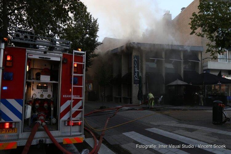 Brandweerman in ziekenhuis na krijgen kopstoot tijdens brand in Bussum