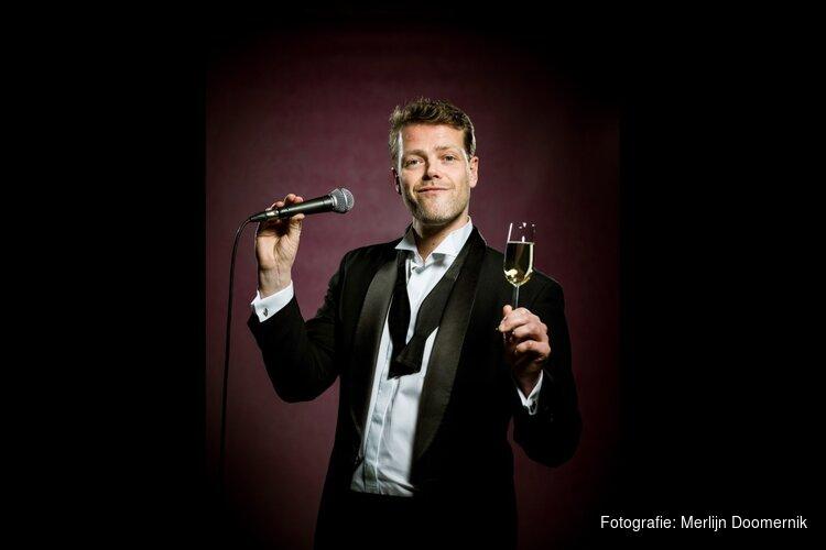Martijn Koning gaat 2019 te lijf tijdens Oudejaarsconference in Gooiland Theater