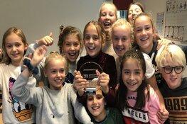 Jongerenprijs voor Bussumse Isa (10) na bijzondere prestatie tijdens Swim to Fight Cancer