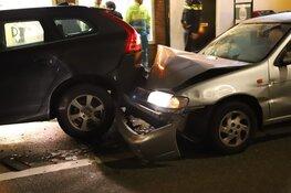 Auto ramt geparkeerde auto in 's-Graveland