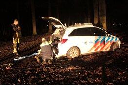 Politieauto losgetrokken door brandweer in Baarn