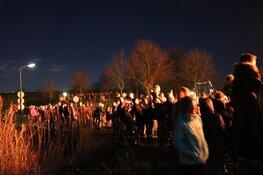 Veel publiek bij kerstbomenvuur in Muiden