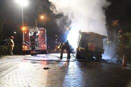 Strooiwagen in brand