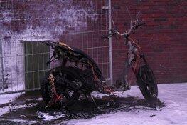 Scooter door brand verwoest bij flatgebouw in Hilversum