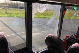 Botsing tussen vrachtwagen en lijnbus, geen gewonden