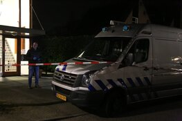 Politie onderzoekt 'verdachte spullen' bij woning Huizen