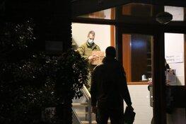 Politie valt woning in Huizen binnen en treft wapens aan