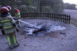 Jongeren stoken vuurtje bij Naarden; brandweer snel ter plaatse