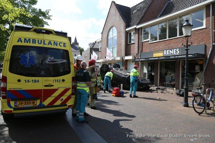 Politie: automobilist die ravage op Huizer plein aanrichtte raakte onwel