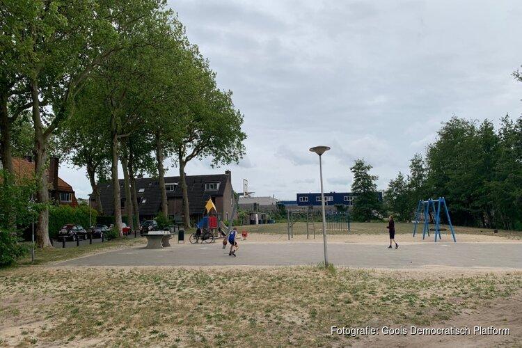 Gevreesde bouw op Naarder speelplaats voorlopig van tafel, maar buurt blijft alert