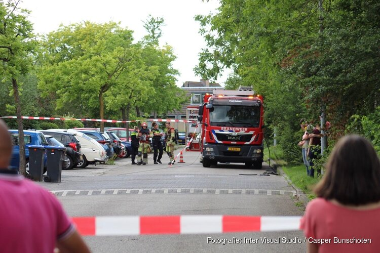 Straat afgezet na gaslek in woning in Huizen