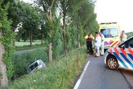 Auto belandt in sloot in Weesp