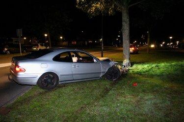 Bestuurder op de vlucht na ongeval in Huizen