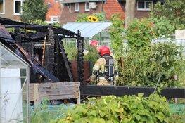 Tuinhuisje in Naarden vat vlam