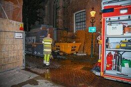 Brandende container brengt historische kerk in gevaar