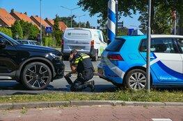 Rij-instructeur naar ziekenhuis na aanrijding in Hilversum