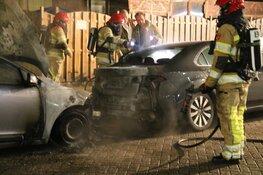 Twee auto's verwoest door brand in Weesp