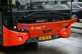 Lijnbus in botsing met auto in Hilversum
