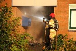 Brand in portiek Huizen zorgt voor veel rookontwikkeling