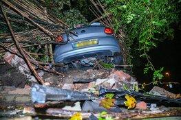 Auto belandt in tuin in Bussum, drie gewonden