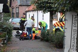 Maaltijdbezorger raakt gewond bij botsing in Blaricum, slachtoffer naar ziekenhuis